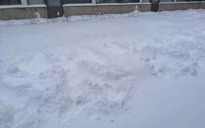 Lumienkeleitä sisäpihalle